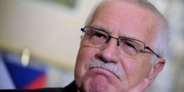 """Чешский экс-глава Клаус сравнил свою страну с """"маленькой собачкой, лающей на большого пса"""""""