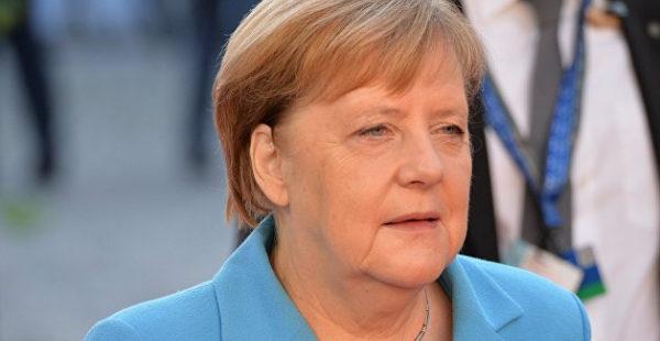 Меркель не имеет права требовать от РФ отвести войска от границы с Украиной — Слуцкий
