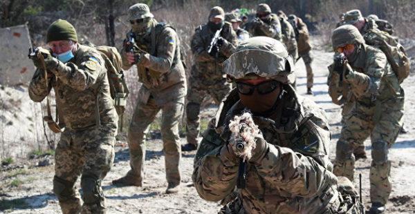 Военный эксперт объяснил, зачем конкретно США нужно поражение Украины в Донбассе