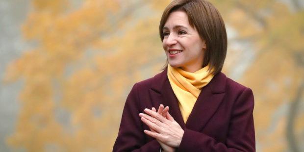 """""""Поставить точку в хаосе"""", - Санду распустила парламент Молдавии"""