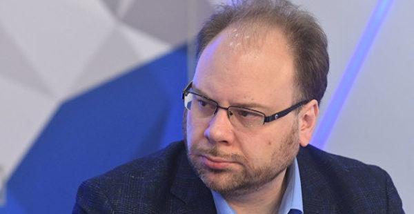 В отличие от Порошенко Зеленский пошел по пути узурпации власти — Неменский