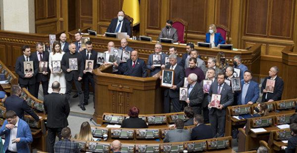 Оппозиция провела в Раде акцию «Бессмертный полк»