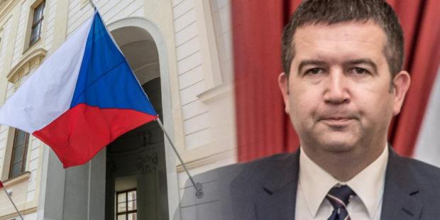 Дипломатический скандал разгорается: Чехия может выслать всех российских дипломатов из страны