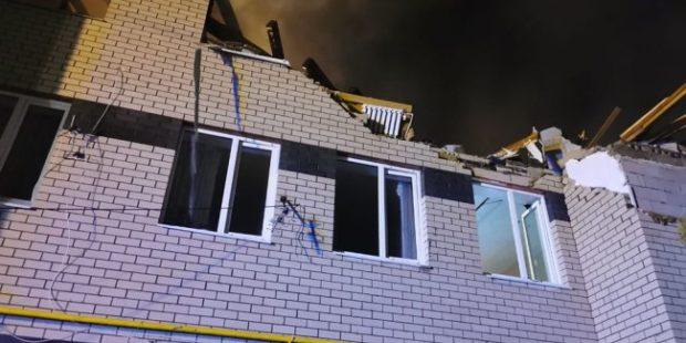 Из-под завалов горящего дома спасли девочку в возрасте 2,5 месяца