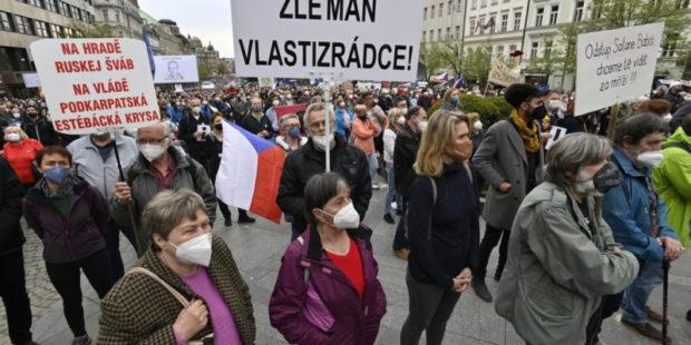 Митинги против политики нынешнего главы Чехии Земана состоялись в стране