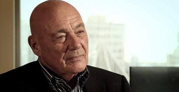 В Грузии гостиницу с российским телеведущим Познером забросали яйцами