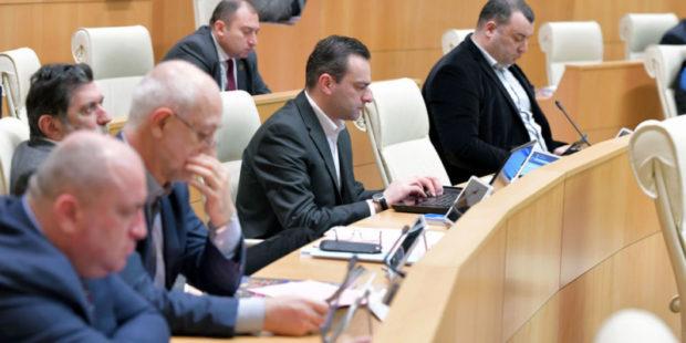 Коронавирус выявлен еще у одного представителя властей Грузии - главы правящей фракции