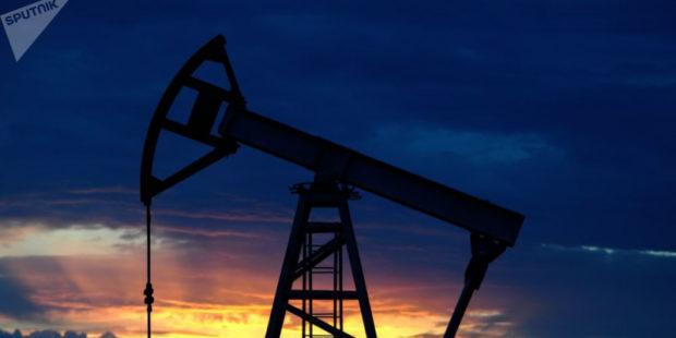 Нефть дешевеет на сомнениях в восстановлении спроса на неё