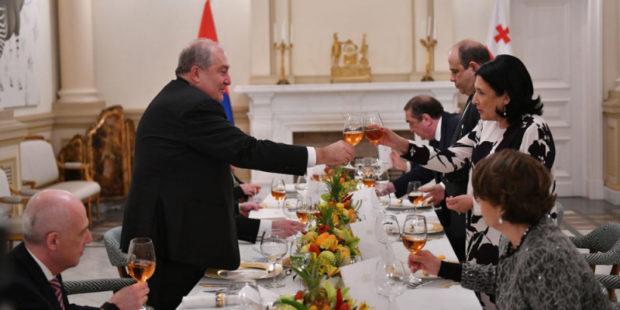Об уникальном сокровище: Саркисян и Зурабишвили произнесли тосты на официальном обеде