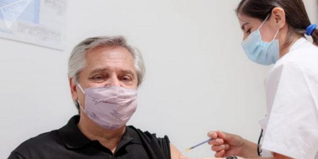 Президент Аргентины заявил о коронавирусе после вакцинации: центр Гамалеи ответил