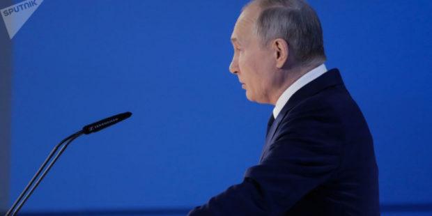 Путин объявил нерабочими в России с 1 по 10 мая