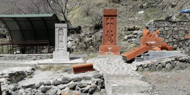 Вандализм в армянском селе: в Нор Ерзнка обнаружены разрушенные хачкары