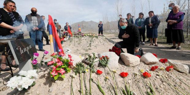 Житель Вайоц Дзора не позволил Пашиняну возложить цветы на могилу его родственника – видео