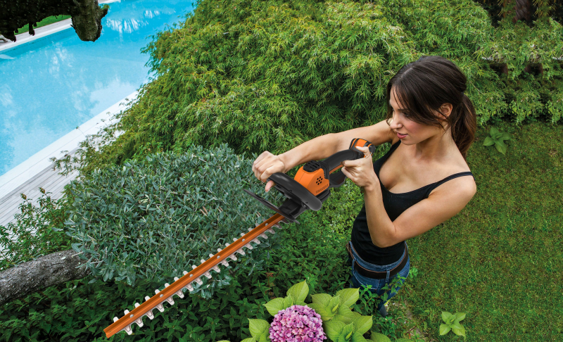 Электрический кусторез: инструмент профессионального садовника