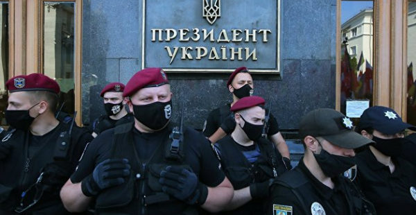 Стерненко и обвиняемый в убийстве Шеремета анонсировали акцию под Офисом Зеленского