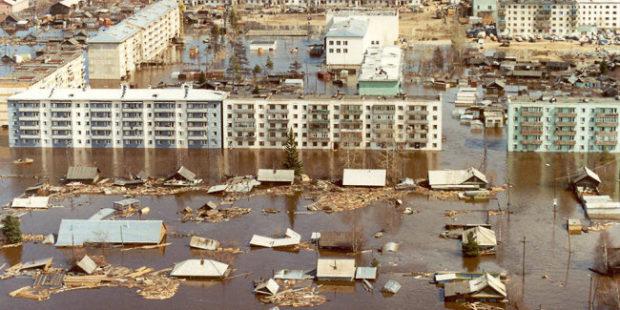 В Якутии вспоминают, как 20 лет назад река практически уничтожила Ленск