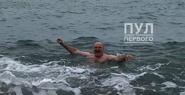 Лукашенко искупался в Черном море