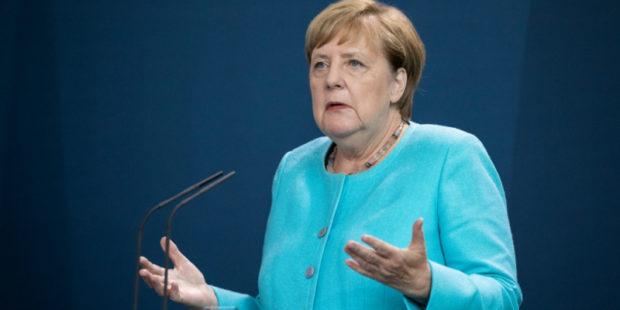 Меркель отказалась снабжать Украину оружием