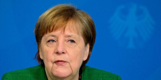 """Меркель обвинила Россию в """"агрессивном поведении"""", изменившем баланс сил в мире"""