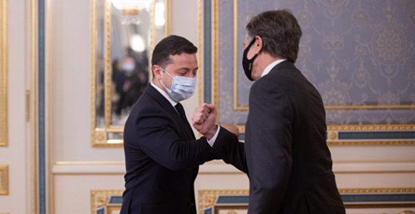 Зеленский позвал Байдена на Украину и пожаловался на русских