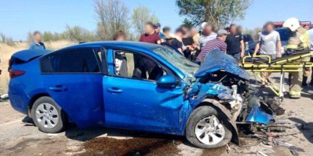 В Астраханской области в лобовом ДТП пострадали девять человек