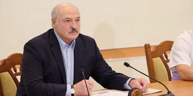 """Лукашенко приказал посадить в Минске """"заминированный"""" лайнер, выслав МиГ-29 для сопровождения"""