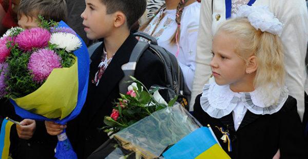 Прогуливать станет сложнее: «Приватбанк» поставил на контроль украинских школьников