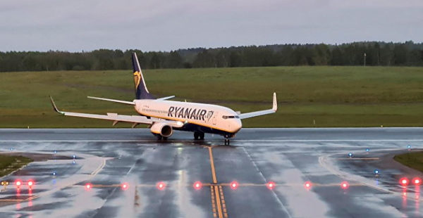 Белоруссия хочет прослушать переговоры пилотов Ryanair с аэропортом Вильнюса