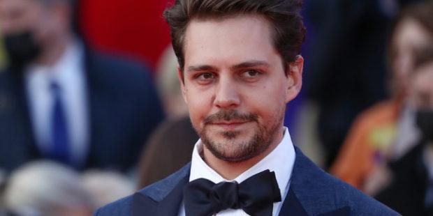 Актеру Биковичу грозит штраф за катание на квадроцикле на Куршской косе