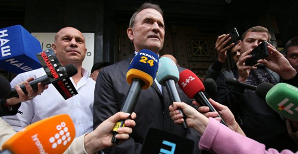 Допрос Медведчука окончен, политик покинул Офис генпрокурора