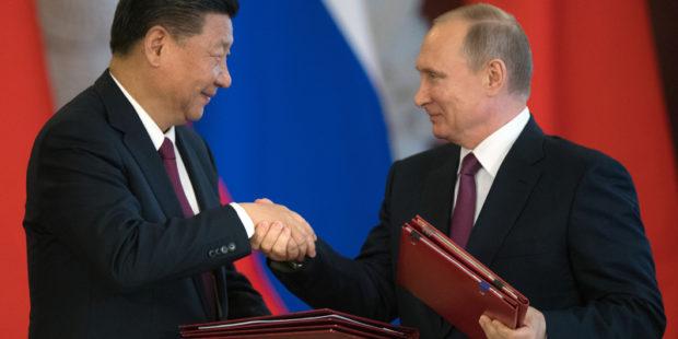 """Америке пообещали """"кошмар"""" в случае объединения России и Китая"""