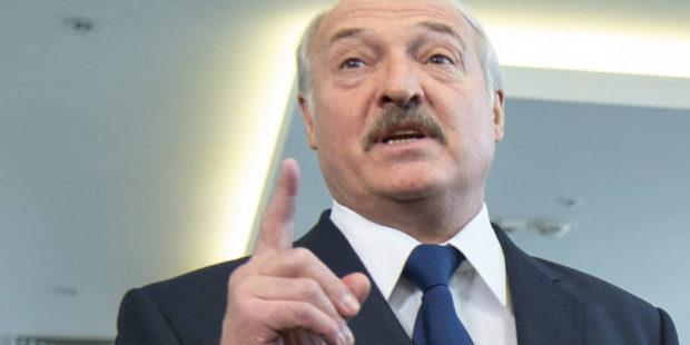 """Лукашенко пристыдил Киев, Вильнюс и Варшаву, не принявших лайнер Ryanair: """"Испугались"""""""