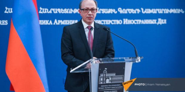 Айвазян обсудил с Ле Дрианом ситуацию в Армении и Карабахе