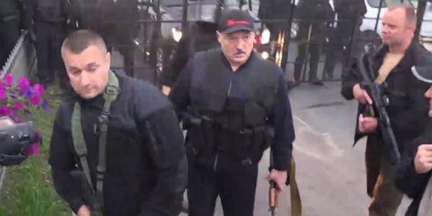 Лукашенко разрешил силовикам применять оружие: названы условия