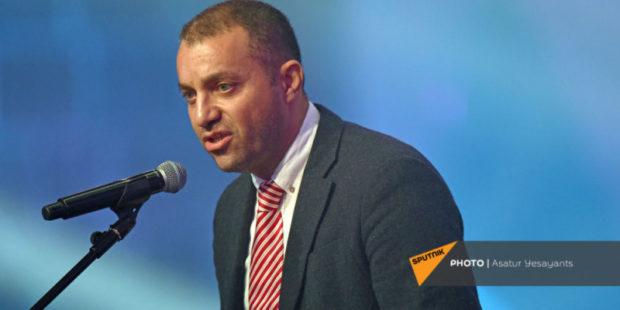 И.о. министра экономики Армении Ваан Керобян  привился от COVID-19