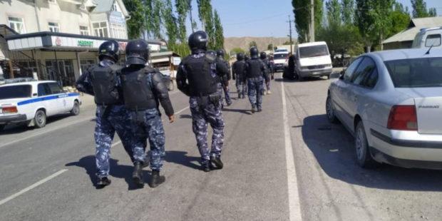 Кыргызстан и Таджикистан отвели дополнительные силы от границы