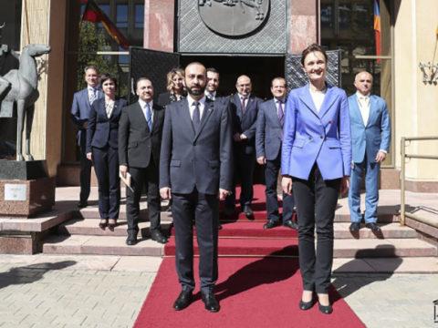 Мирзоян и его литовская коллега обсудили вопрос пленных и армянского наследия в Карабахе