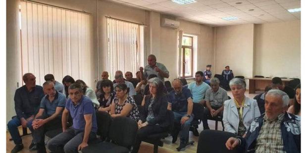 """""""Не смейте приезжать в Ширак"""": родные пленных обещают запретить агитацию в области"""