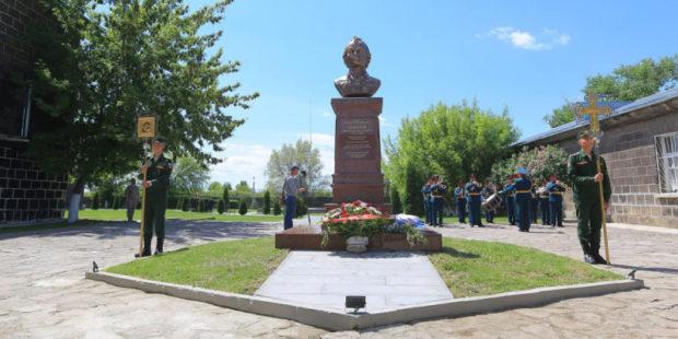 Памятники Суворову открыли на российской военной базе в Гюмри. Фото