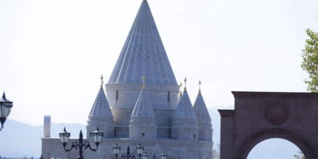 Парламентская делегация из Ирака побывала в езидском храме в Армении. Фото