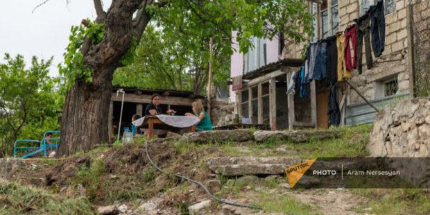 Получили дома и отдали азербайджанцам: как война ударила по многодетным семьям в Карабахе