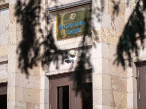 Правозащитник ответил Пашиняну: суды зависимы, а тюрьмы пусты, потому что плохо работают