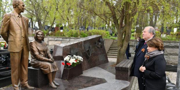 Президент Саркисян почтил в Москве память легендарных разведчиков Вартанянов