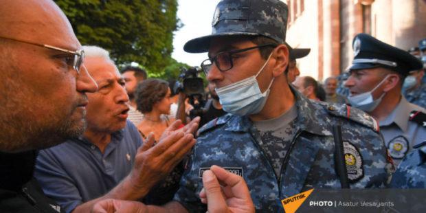 Проспект Баграмяна разблокирован, полиция доставляет активистов в отделения