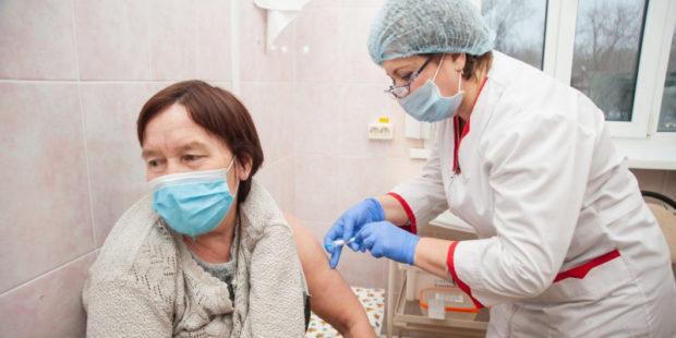 В Ивановской области каждый 2-й привившийся от COVID-19 старше 60 лет