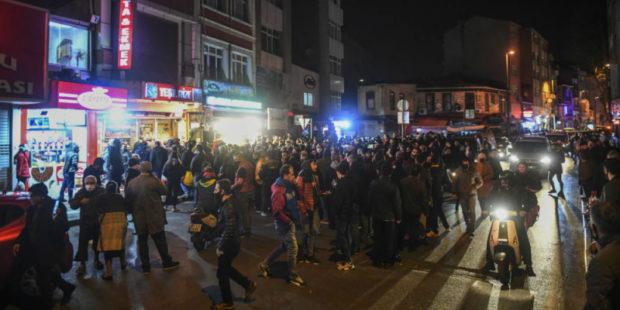 В Турции принимаются суровые меры из-за ухудшившейся ситуации с коронавирусом.