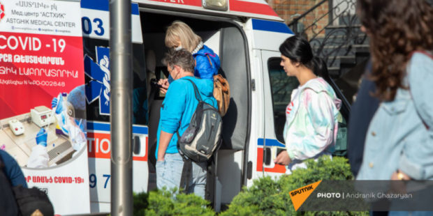 Вакцину против коронавируса в Армении в мобильных точках получили около 3 тысяч человек