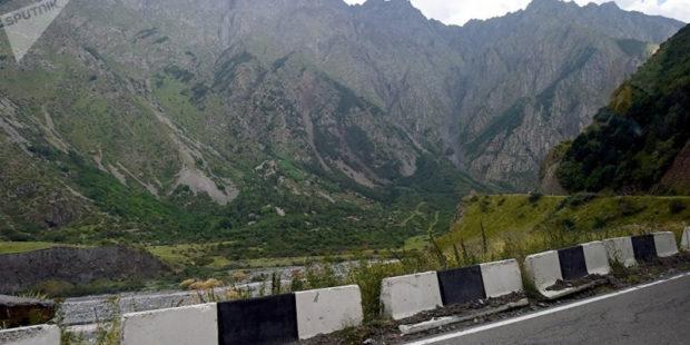 Военно-грузинская дорога в течение ближайших трех суток будет закрыта для большегрузов