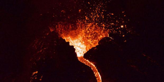 Вулкан Ньирагонго извергается в Демократической республике Конго