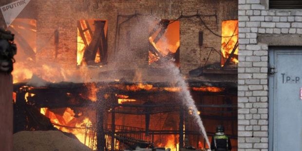 Взрыв и пожар на химическом заводе в Иране — пострадали пожарные